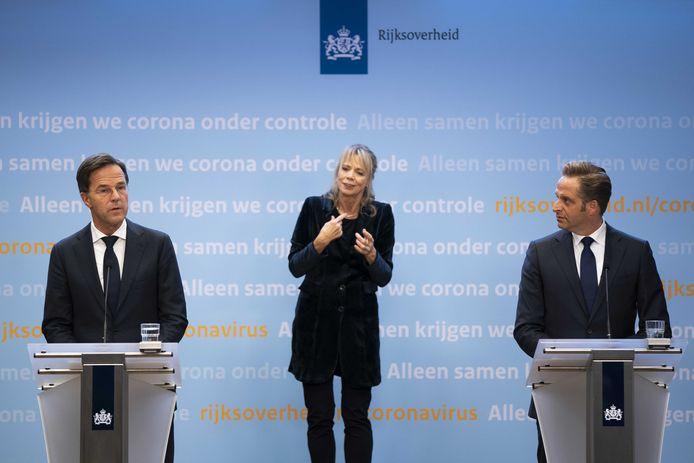 Premier Mark Rutte en minister Hugo de Jonge (Volksgezondheid, Welzijn en Sport) geven een toelichting op de aanscherping van de coronamaatregelen in Nederland. ANP BART MAAT