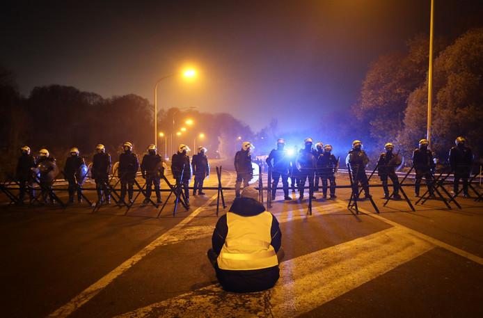 Na grote protesten in Frankrijk en België wordt op Nederlandse Facebookpagina's nu ook opgeroepen om te protesteren.