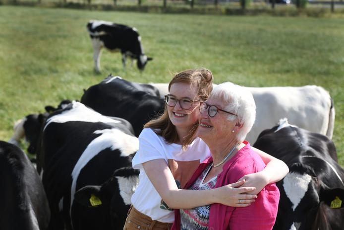 Louise van Beuzekom met haar oma.