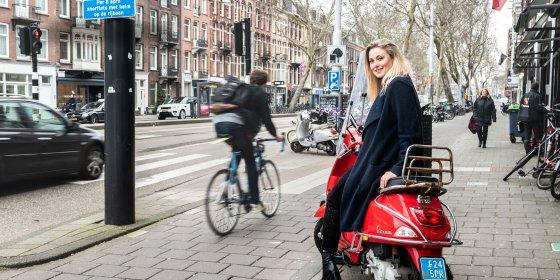 Jongeren verkopen massaal hun scooter na helmplicht: 'Ze vrezen voor hun kapsel'