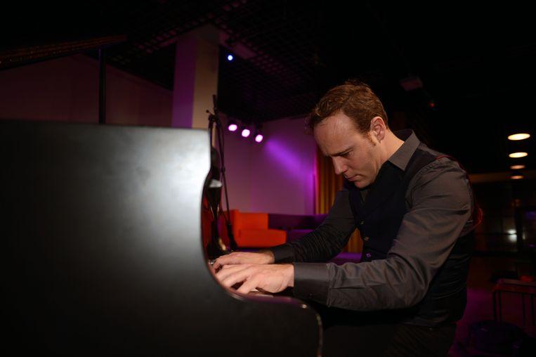 Jef Neve is zaterdag de eerste headliner op de Kampvuurconcerten aan het Kasteel van Horst.