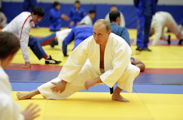President Poetin in 2010 tijdens een judotraining.