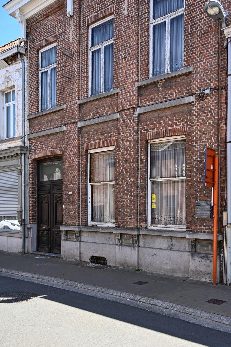 Het herenhuis is terug te vinden in de Kapellestraat. De eerste bewoner was kolenhandelaar Gustave Maes.