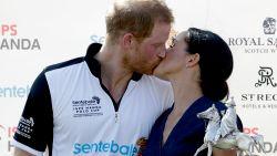 Meghan trakteert Harry op kus na polowinst