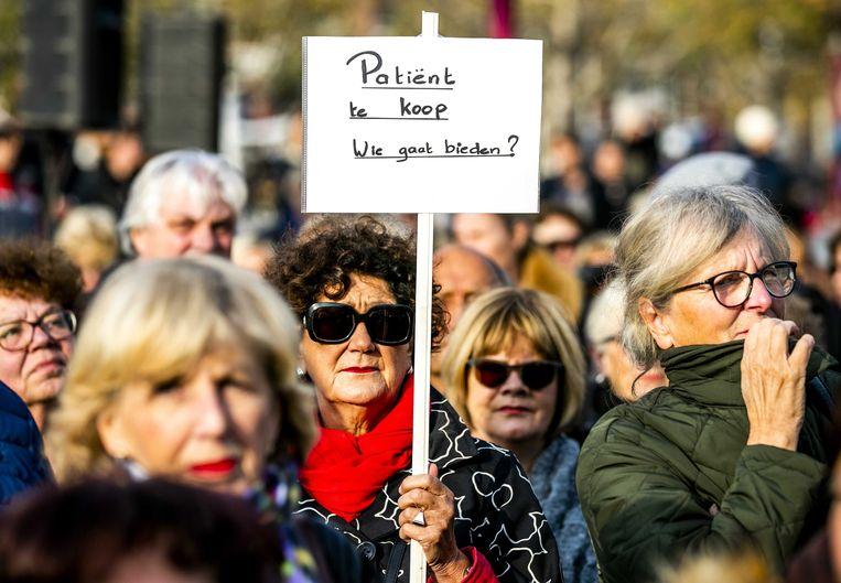 In november werd op het Amsterdamse Museumplein geprotesteerd tegen de sluiting van ziekenhuizen. Beeld ANP