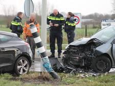 Gewonde bij aanrijding in Halsteren, auto vliegt over vluchtheuvel