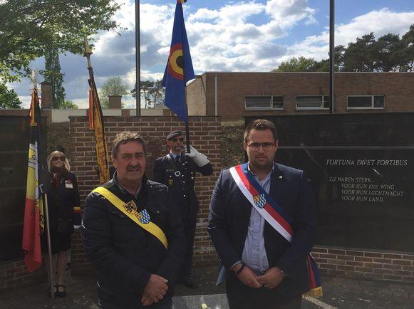 Schepen Hans  Hendrickx en gemeenteraadsvoorzitter Simon Vandermeulen waren present op de herdenkingsplechtigheid.