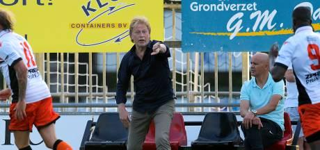IFC-trainer Van den Berg maakt zich zorgen om smalle selectie: 'Ik zie ons in deze bezetting geen rol spelen'