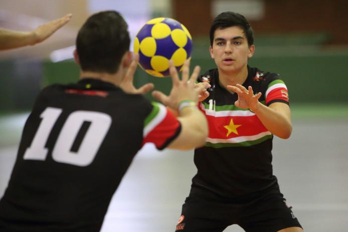 Vladimir Slot gaat kaatsen voor de vrije bal tijdens het wereldkampioenschap. De Kampenaar bereikte met Suriname de zesde plaats, maar speelde zelf voor zijn gevoel te weinig.