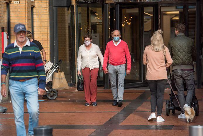 Brabantse jongeren maken zich vaker zorgen over de maatschappelijke gevolgen van het coronavirus, ouderen juist vaker over het virus zelf.