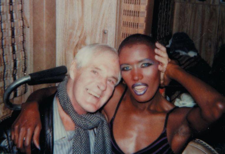 Grace Jones met goeroe Timothy Leary. Beeld Grace Jones Private Life Collection