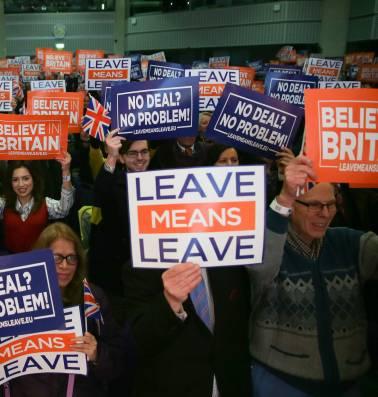 May zet alles op alles voor haar brexitdeal, terwijl Londen alternatieven onderzoekt