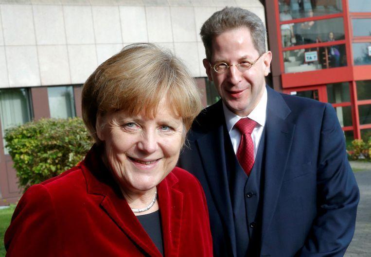 Bondskanselier Merkel met inlichtingenbaas Hans-Georg Maassen. Beeld Thomson Reuters