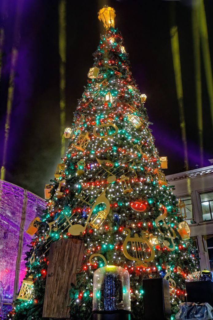 Zo stond de kerstboom op de Grote Markt in Breda er vorig jaar bij.