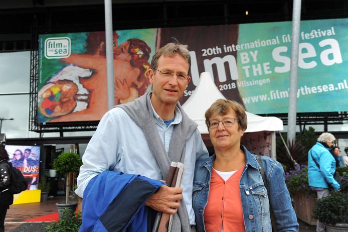 Jenk de Jong (links) en rechts Truus Otten.