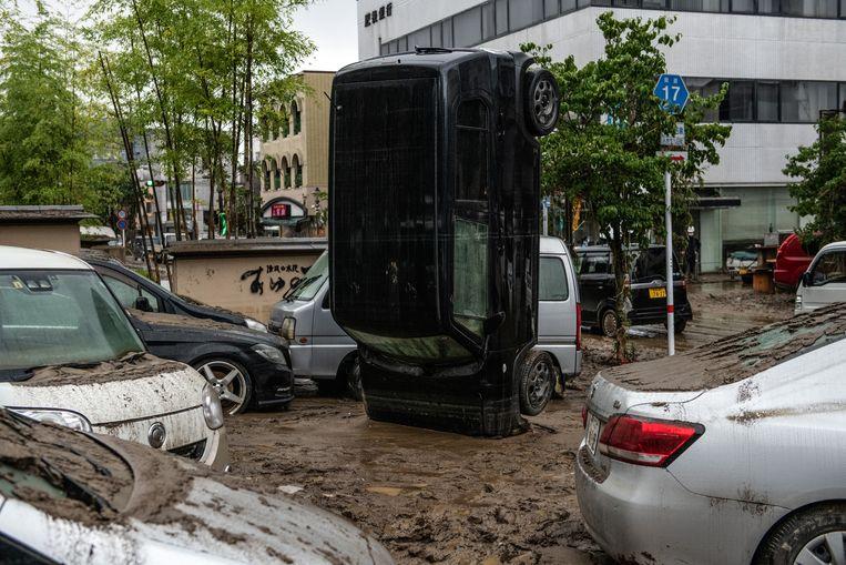 De chaos na de overstroming van de rivier Kuma in de Japanse stad Hitoyoshi Beeld Getty Images