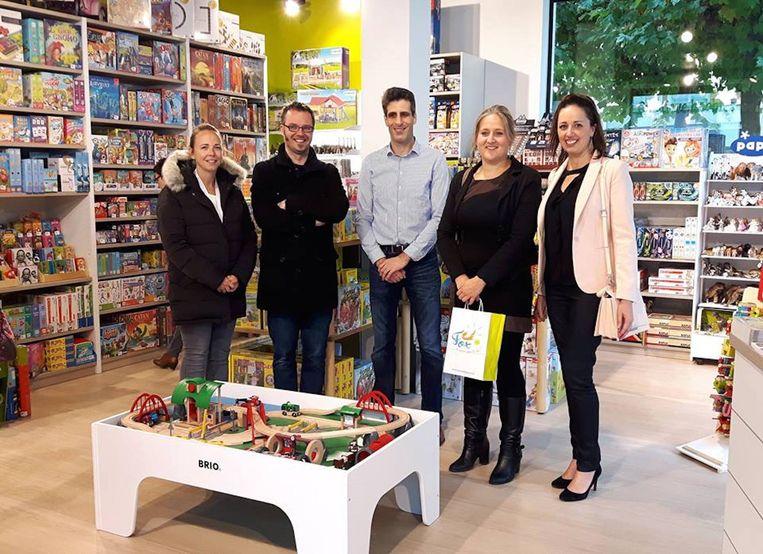 Schepen van Economie Katrien Beulens bracht een bezoek aan de winkel bij de opening.