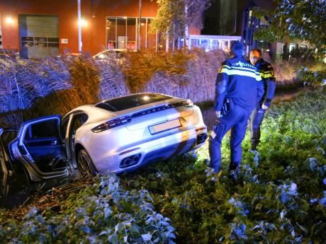 Jongeman belandt met Porsche in de sloot na 'even wat gas' te geven