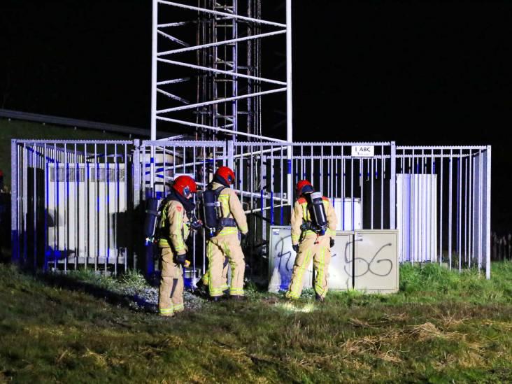 Brand op meer dan meter hoogte in telefoonmast naast A67 in Liessel