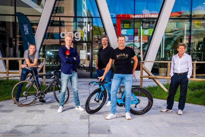 Onze Tour-journalisten (vlnr): Jan Suykens, Stijn Vlaeminck, Bart Audoore, Joeri De Knop en Marc Ghyselinck.