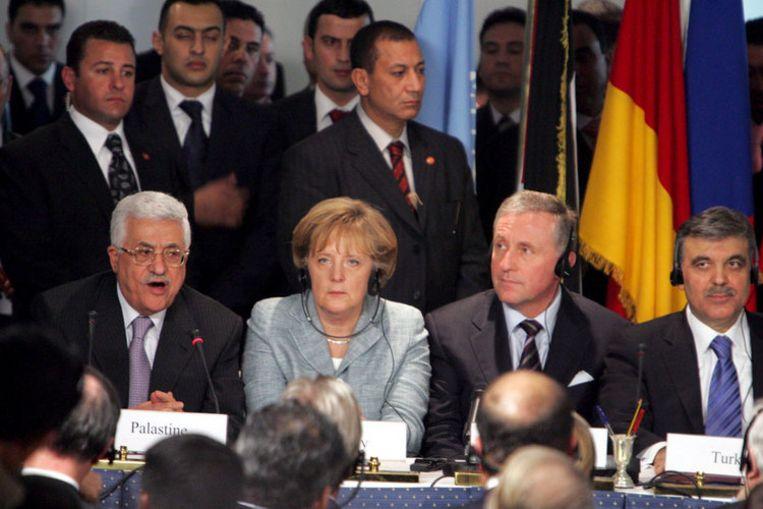 Spoedoverleg tussen leiders van de EU, Turkije en Egypte en de Palestijnse president Mahmoud Abbas (links). Hamas was niet uitgenodigd en Israël stuurde geen vertegenwoordiging. Foto EPA/Khaled El-Fiqi Beeld