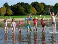 Voor een laatste keer zwemmen bij het oude strand van De Meent