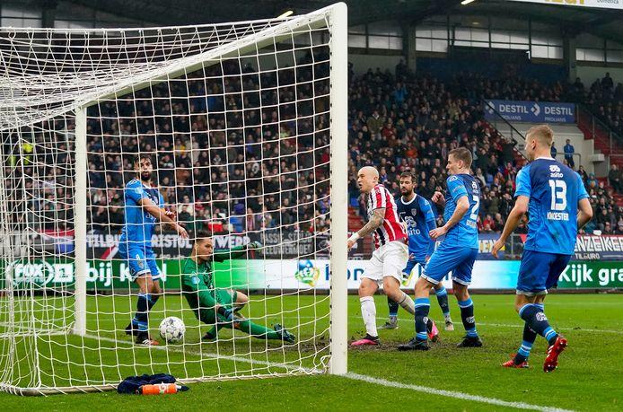 Sebastian Holmén maakt een belangrijk doelpunt voor Willem II in de thuiswedstrijd tegen Heracles. De Zweed, die elke competitieminuut speelde, is volgens de fans de beste speler.