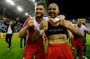 Nicolas Gavory en Sean Klaiber vieren de zege op Vitesse.