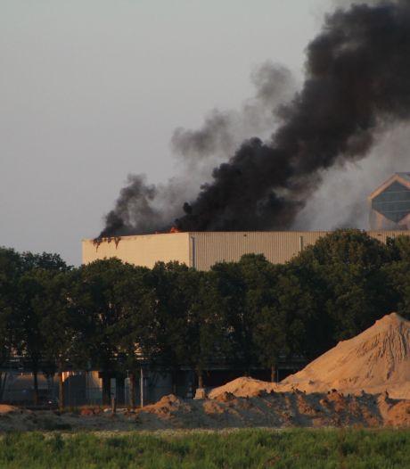 Grote rookpluimen boven Gelderse afvalverwerker: 'Blijf weg, kom niet kijken!'