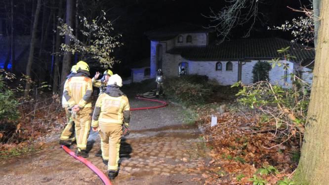 Slapende bewoners danken hun leven aan rookmelders na dakbrand