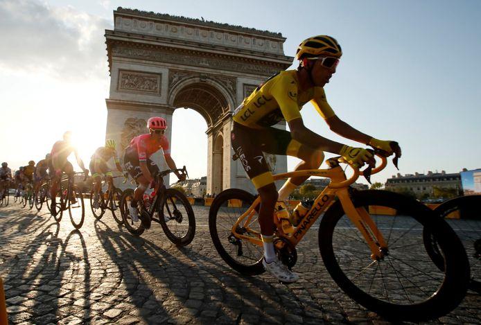 Egan Bernal, de Tourwinnaar van 2019, in Parijs.