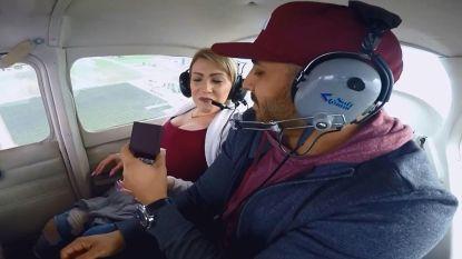 Darrell had beter twee keer nagedacht voor hij zijn vriendin ten huwelijk vroeg in een sportvliegtuigje
