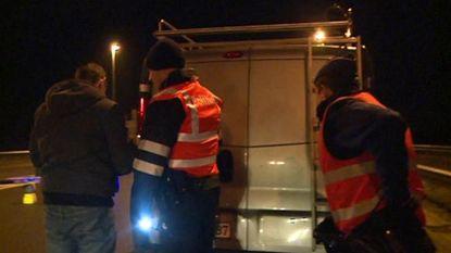 Bestelwagen met 22 illegalen onderschept langs de E40