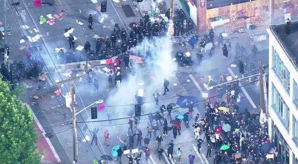 Schermutselingen tussen demonstranten en politie in Seattle.