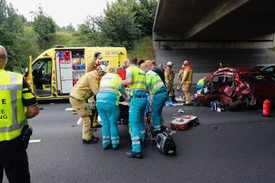 Een dode en twee mensen zwaargewond bij ongeluk op A50 bij Eindhoven