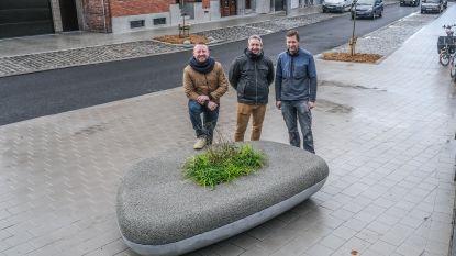 Waterdoorlatende zitbank is blikvanger van nieuwe Beverlaai in Doorniksewijk
