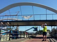 Plaatsing Fietsbrug Enschede verloopt vlotjes