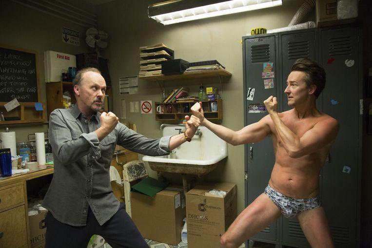 Michael Keaton als Riggan Thomson en Edward Norton als Mike in Birdman. Beeld Alison Rosa