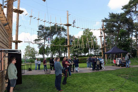 Het klimparcours lokte op de eerste dag al enkele honderden bezoekers.