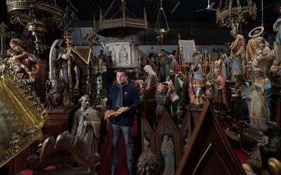 in-de-film-the-mummy-gaat-een-kerk-met-onze-rekwisieten-in-vlammen-op