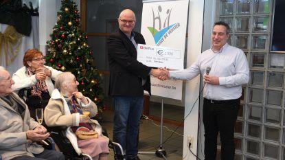 WZC Damiaan schenkt 1.000 euro aan Huize De Veuster