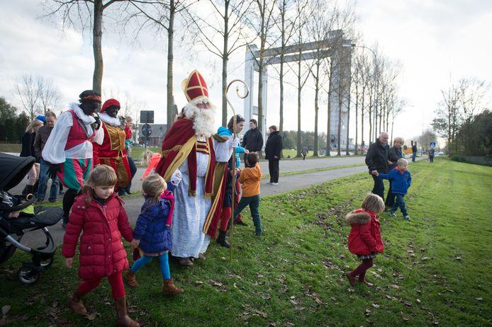 In het verleden werd Sinterklaas altijd feestelijk onthaald in Tisselt, door de coronamaatregelen is dat nu niet mogelijk.