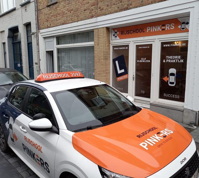 Rijschool Pinkers opent nieuwe vestigingen in Nieuwpoort en Zedelgem.