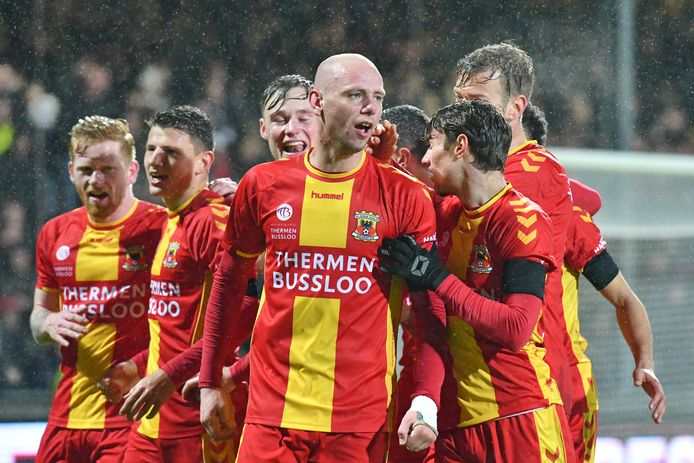 Elmo Lieftink (voorgrond) verruilt Go Ahead Eagles voor De Graafschap.