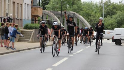Avontuur geslaagd: Ferdi, Dirk, Stijn en Patrick hebben maar 23 uur nodig om van Ronse naar Parijs en terug te fietsen