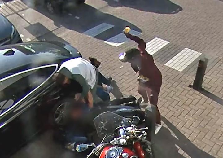 Beelden van de mishandeling in Arnhem die werden getoond in Opsporing Verzocht.