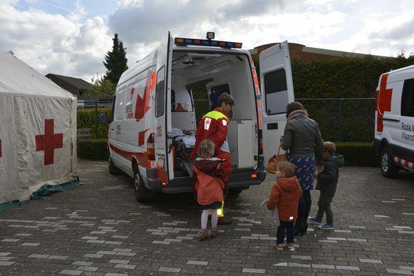 De ziekenwagen van het Rode Kruis is na 20 jaar aan vervanging toe.