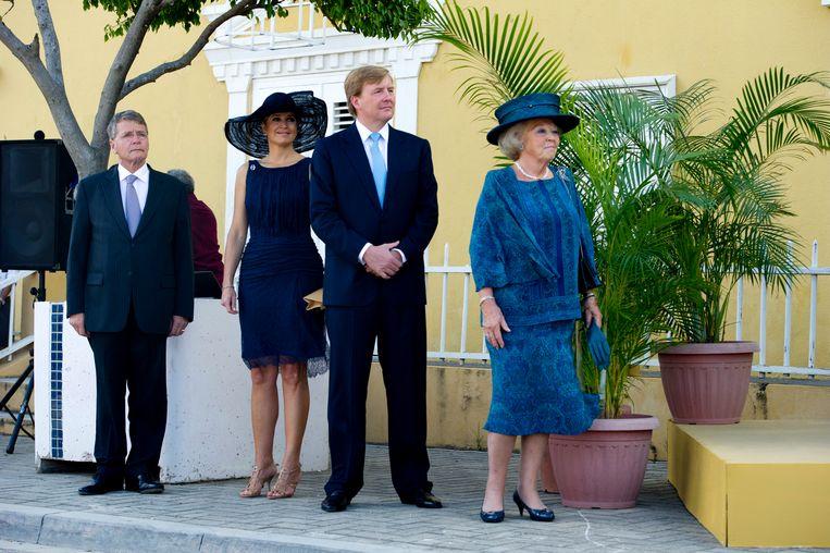 Piet Hein Donner met het toen nog aanstaand koninklijk paar in Bonaire, 2011. Beeld ANP