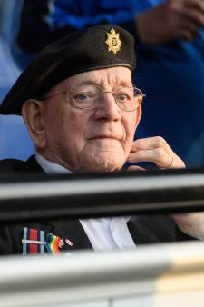 Oorlogsveteraan Bill Cole juicht voor De Graafschap
