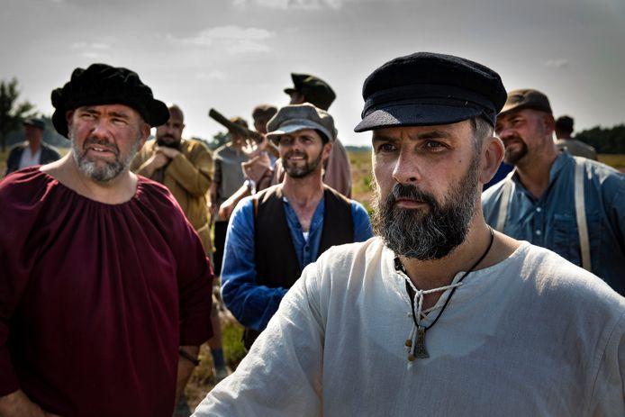 Maar liefst honderd figuranten kwamen in actie voor de opnames van 'Van Zummere en nie Baang'.